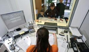 Документация подается лично заявителем или его близким родственником (супругом, детьми, бабушкой, дедушкой) в консульство Хорватии или визовые центры, расположенные во многих городах России
