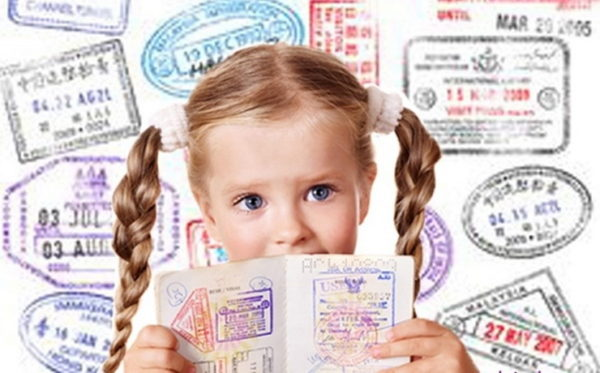 Единственным минусом наличия индивидуального заграничного паспорта у новорожденного можно считать необходимость открытия для него отдельной визы
