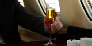 Сколько алкоголя можно провозить в самолете?