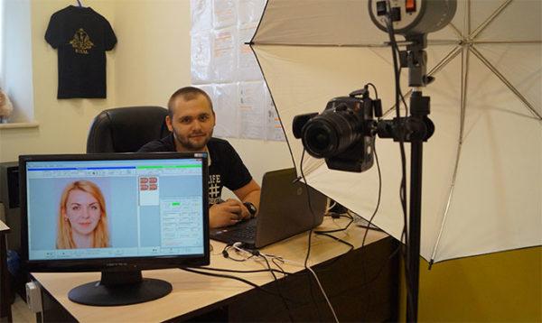Госдепартамент США советует воспользоваться профессионально специализированным фотосервисом для подготовки вашего снимка