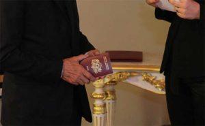 Гражданство за особые заслуги перед Латвией