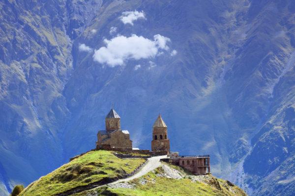 Христианская церковь Гергети возле Казбеги, деревня Степанкминда в Грузии, Кавказ