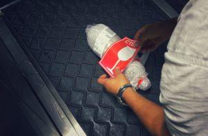 Как перевозить алкоголь в самолете, если вы летите только с ручной кладью