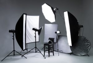 На фото показана профессиональная техника для освещения