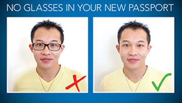 На изображении для подготовки визовых документов не допускается иметь очки на лице заявителя
