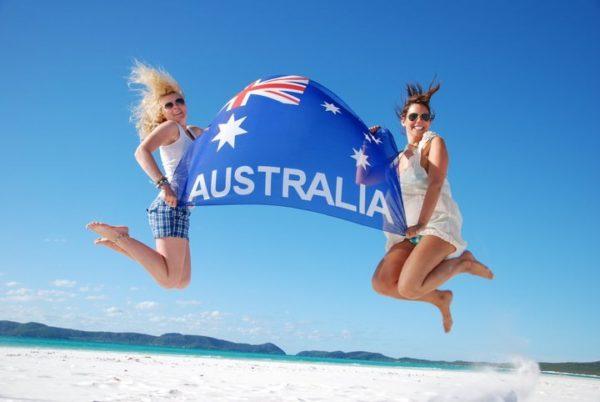 На момент подачи прошения о грантовании Австралийского гражданства заявитель должен отсутствовать в Австралии не более 3-х месяцев за последние 12 месяцев