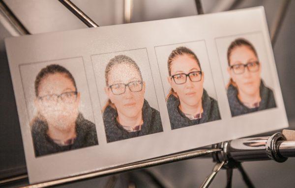 На шенген понадобится две фотографии, но можно сделать больше