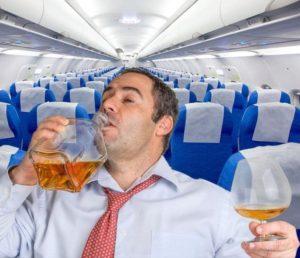 Не стоит увлекаться распитием спиртного в самолете