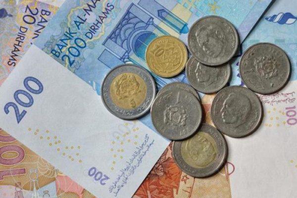 Обменивать деньги следует только в официальных обменных пунктах или в банке, где выдают справку об обмене