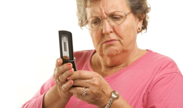 Обычно в миграционную службу звонят пожилые люди