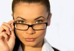Очки, которые используются для улучшения зрения, можно оставить