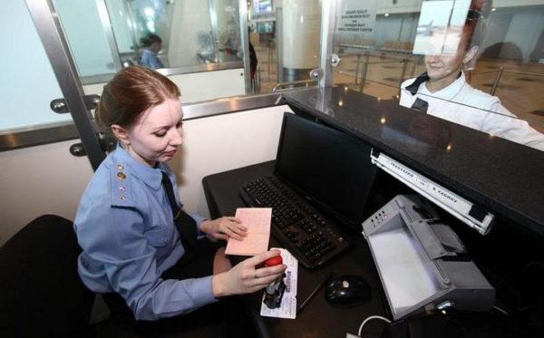 Пограничная служба в аэропорту