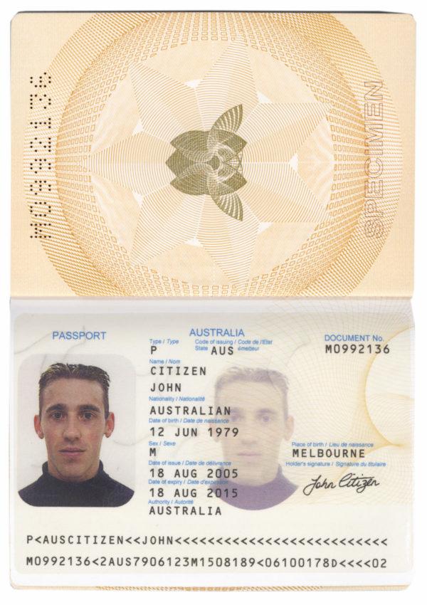 Разворот австралийского паспорта