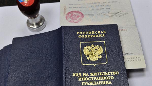 С оформленным документом придется посещать Паспортно-миграционное бюро ежегодно