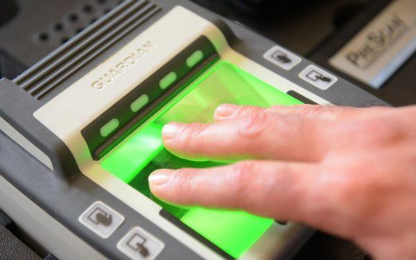 Снятие отпечатков пальцев для шенгенской визы