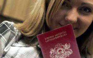 Латвийское гражданство в порядке натурализации начиная с 1995 года получили 143 528 человек