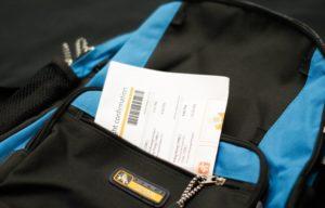 В легкодоступный карман вашего багажа положите информацию о рейсе