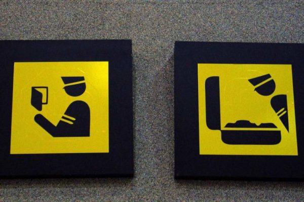 В некоторые страны ввоз алкоголя запрещен, его изымают на таможне