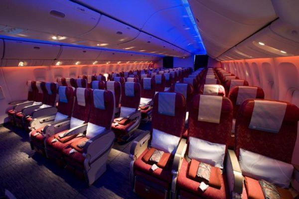 В салоне самолета авиакомпании Qatar Airways