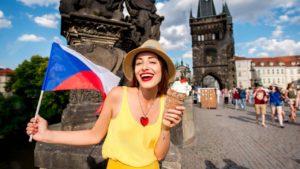 Средняя продолжительность жизни населения Чехии одна из наивысших в Европе. У мужчин она составляет 74,4 года, у женщин 80,6 лет