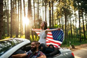 Америка — страна многонациональная, все когда-то сюда приехали на свободные земли индейцев. К приезжим и иммигрантам в США относятся уважительно
