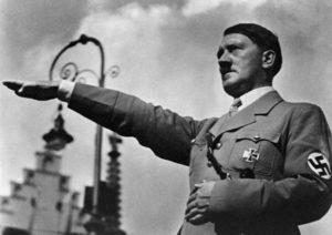 Никогда не показывайте в Германии «зигу» (Nazi salute). Это преследуется по закону и считается верхом невежества
