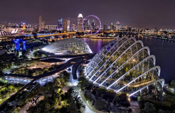 Сингапур — страна с повышенным содержанием экзотики: здесь мирно сосуществуют четыре религии, а яркие фестивали случаются еженедельно