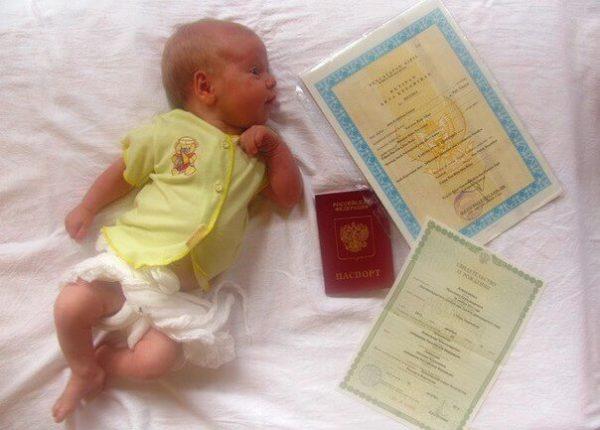Документ о рождении ребенка должен быть переведен на латышскый язык (за исключением случаев, когда документ составлен на английском, немецком, французском или русском языке и подается в посольстве или отправлается по почте из заграницы) и легализован соответственно нормативным актам