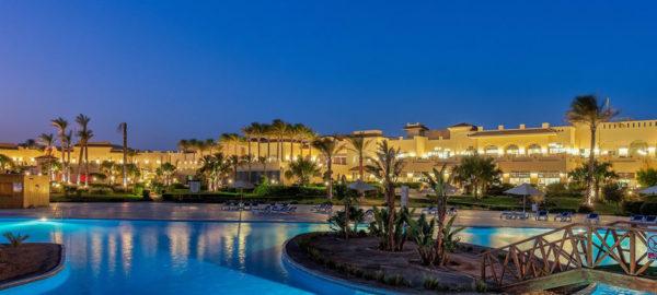 Изрядное число наших отдыхающих привыкло считать Египет круглогодичной «второй дачей», куда можно вырваться на выходные позагорать и понырять