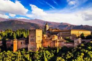 Архитектурно-парковый ансамбль Альгамбры в Гранаде на юге Испании