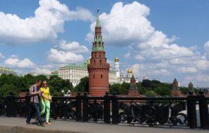 Для получения гражданства нужно прожить в РФ более пяти лет
