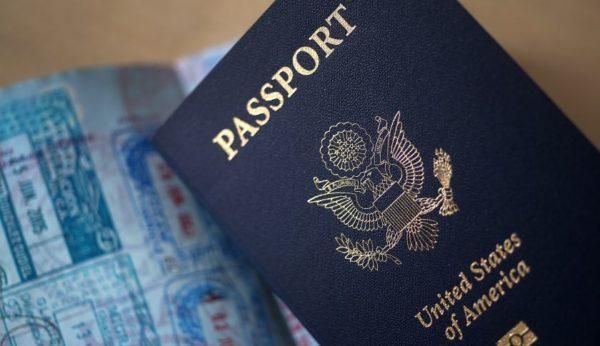 Иммигранты обладают всей полнотой гражданских прав и свобод наравне с гражданами США, за исключением права избирать и быть избранными, занимать определенные должности в государственном аппарате, а также ограничены в праве ходатайствовать о выдаче иммиграционных виз для лиц, являющихся их родственниками