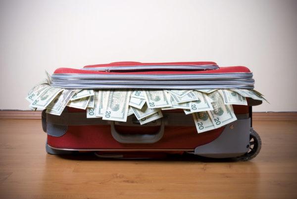 Не перевозите в багаже хрупкие и скоропортящиеся предметы, денежные знаки, ювелирные изделия, драгоценные металлы, компьютеры, электронные средства связи, денежные обязательства, ценные бумаги и другие ценности, деловые документы, паспорта, удостоверения личности, ключи
