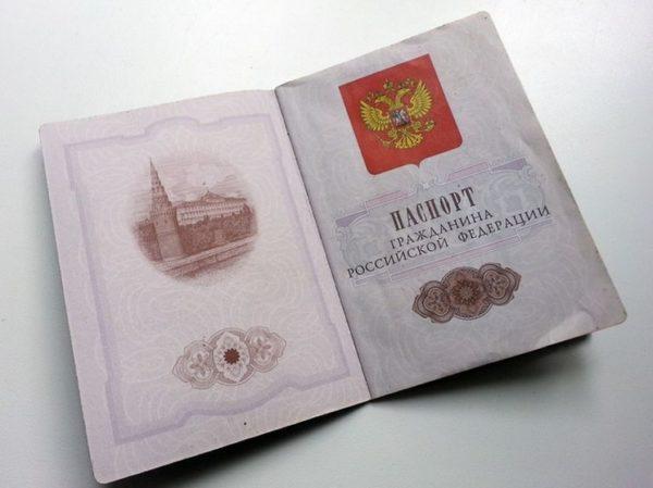 При подаче/получении документов необходимо иметь при себе внутренний паспорт