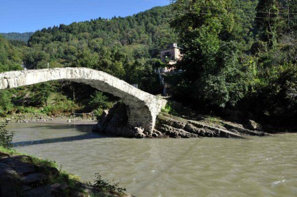 Мост царицы Тамар, достопримечательности Аджарии