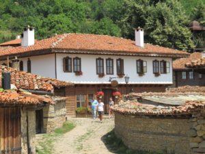 Оплачивать сборы не нужно, если вы едете в Болгарию к родственникам