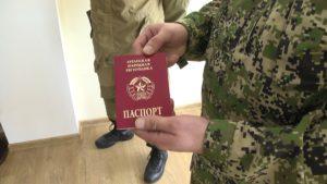 Паспорт ЛНР могут получить физические лица, имеющие особые заслуги перед Луганской Народной Республикой – по решению Главы Луганской Народной Республики