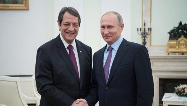 Посольство организовывает переговоры между представителями власти двух стран