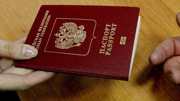 При получении загранпаспортов обязательно нужно иметь с собой внутренний паспорт РФ