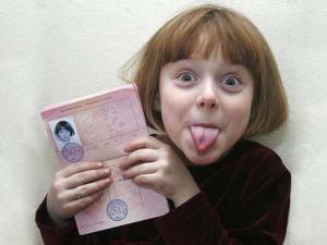 Ребенка можно вписать в загранпаспорт нового образца