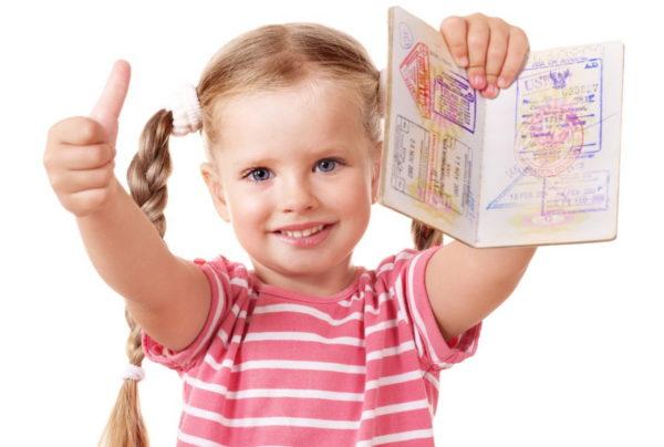 Ребенку лучше делать загранпаспорт старого образца на 5 лет