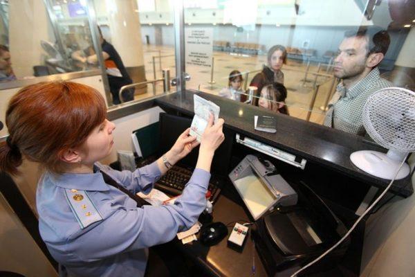 С паспортом нового образца вы быстрее пройдете паспортный контроль