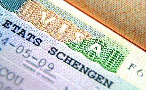 Шенгенская виза дает прекрасную возможность открыто и беспрепятственно путешествовать по большинству европейских стран, познавая их культуру и индивидуальные особенности