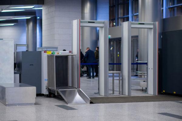 Сканеры на входе в аэропорт
