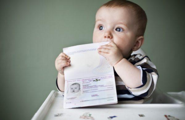 У ребенка должен быть свой загранпаспорт
