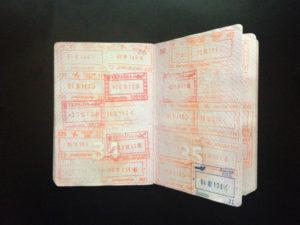 В загранпаспорте должны быть две пустые страницы