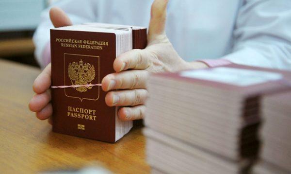 Загранпаспорт изготавливают от одного до четырех месяцев