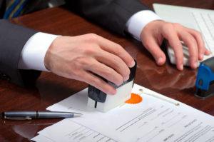 Заверенные у нотариуса документы о тяжелой болезни близкого родственника помогут быстрее получить загранпаспорт