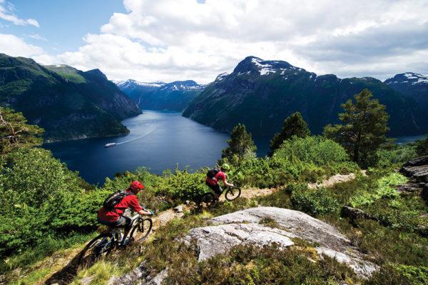 Живописными ландшафтами можно любоваться, катаясь на велосипеде