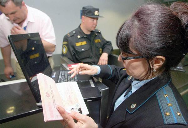 Проверять запрет на выезд нужно в обязательном порядке